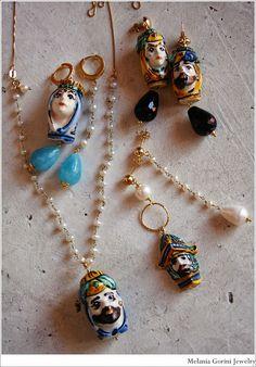 Durante la mia vacanza in Sicilia, girovagando per le belle stradine di Taormina, ho notato moltissimi negozi stracolmi di bellissime cerami... Jewelry Box, Jewelery, Sicily, Beaded Necklace, Bling, Charmed, Detail, Antiques, My Style