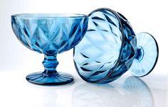 Vychutnajte si zmrzlinku v sklenených dezertných pohároch na stopke! Wine Glass, Tableware, Dinnerware, Tablewares, Dishes, Place Settings, Wine Bottles