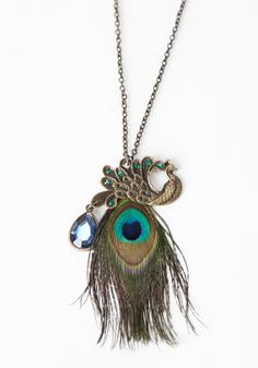 peacock feather necklace...needs to be hanging in my jewlrey box