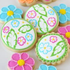 Ok… I hopeyou're not too sick of Luau treats!(If you are, hang in there… just two more and then I'll be full on into fall!) As I plan desserts for theannual Luau party my family attends (and I make specialdesserts for) I like to add something a little different each year. There are a few …