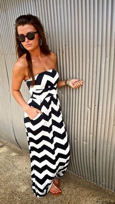 i'm in love with black and white chevron and there are pockets!!