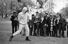 """phuckyoparadise: """"just—history: """"Muhammad Ali training in Hyde Park, watched by Everton fans in London to see their team in the FA Cup final, 1966 """" """" Mohamed Ali, Football Images, Football Pictures, Muhammad Ali Boxing, Hyde Park London, Float Like A Butterfly, Fa Cup Final, Everton Fc, Leeds United"""