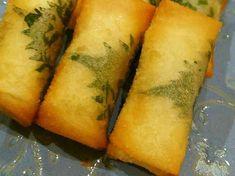 ちくわチーズ春巻き ちくわの穴の中にスティック状にしたテーズを詰め、春巻きの皮で巻いて揚げる。