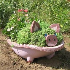 15 Creative and Unique DIY Planters to Inspire Your Home Garden Lawn And Garden, Garden Tools, Garden Junk, Garden Gate, Tout Rose, Mini Pigs, Unusual Plants, Container Flowers, Diy Planters