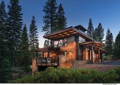 Supreme energy efficiency is not what comes to mind when laying eyes on this guesthouse, one of only two LEED Platinum–certified homes in all of Truckee. Chalet Modern, Modern Mountain Home, Mountain Homes, Mountain Home Exterior, Dream Home Design, Modern House Design, Cabin Design, Dream House Exterior, Cabin Homes