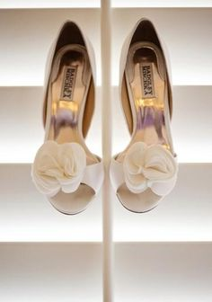I must have these shoes for my wedding!! Badgley Mischka White Wedding Shoes  #whiteweddingshoes