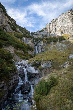 Wanderung zu den Wasserfällen am Lag da Pigniu Places In Switzerland, Trekking, Scenery, Places To Visit, Hiking, World, Water, Landscapes, Traveling
