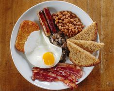 [Homemade] Mega-Breakfast: Sausage, Hash Brown, Bacon, Toast, Beans, Mushrooms, Fried Egg.