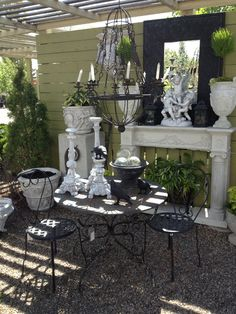 Gorgeous outdoor vignette French Country, French Style, Small Outdoor Spaces, Most Beautiful Gardens, Outdoor Furniture Sets, Outdoor Decor, Vignettes, Shrubs, Outdoor Living