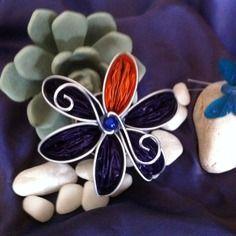 Broche violette en capsules nespresso recyclées, pièce unique