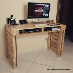 Tables Pallet Pallet In The Cloud 1001 Pallets - Discover all the creative projects Pallet Furniture Designs, Wooden Pallet Projects, Pallet Designs, Diy Furniture, Pallet Furniture Desk, Backyard Furniture, Pallet Desk, Latest Pallet Ideas, Diy Casa