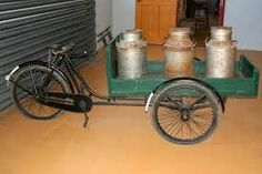 oude bakfiets met melkbussen