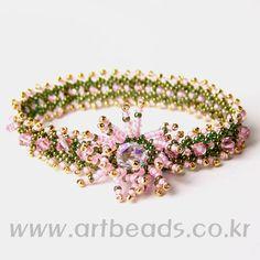 use the translation Beaded Braclets, Beaded Bracelet Patterns, Jewelry Patterns, Bead Patterns, Beaded Jewelry Designs, Handmade Beaded Jewelry, Seed Bead Jewelry, Seed Beads, Seed Bead Projects
