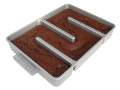 The best brownies have moist centers, a paper thin crackly crust, and lots of chewy edges. the only gourmet brownie pan that adds two chewy edges to every brownie! Brownie Pan, Brownie Batter, Brownie Recipes, Beste Brownies, No Bake Brownies, Chefs, Taco Bell, Lasagna Pan, Baking Pans
