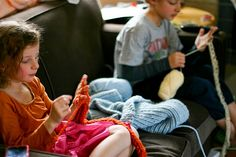 How to finger knit.  Only materials needed: yarn and an eager kid.  Full tutorial with photos.