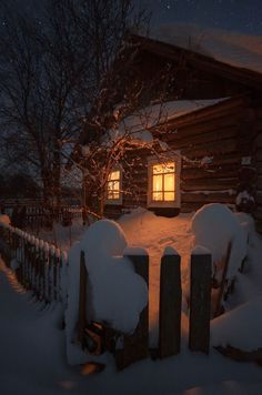 A Rustic Winter cabin Winter Szenen, Winter Cabin, Winter Time, Cozy Cabin, Snow Cabin, Winter Holidays, Winter House, Cozy Cottage, Snow Scenes