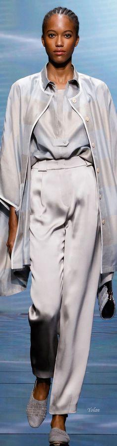 Emporio Armani, Giorgio Armani, France Outfits, Armani Clothing, Fashion Updates, Fashion Trends, Armani Collection, Armani Women, Armani Prive