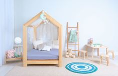 Dřevěná postel ve tvaru domečku (Foto: Shutterstock) Toddler Day Bed, Convertible Toddler Bed, Family Bed, Delta Children, Nighty Night, New Beds, Crib Mattress, Bed Design, Your Child