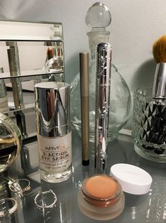 Discover the non-toxic eye makeup look that only takes five minutes #beauty #belleza #beautyblog #nontoxicmakeup #maquillajesintoxicos #cleanbeauty #cleaneyemakeup Non Toxic Eye Makeup, Take Five, Clean Beauty, Makeup Looks, Easy, Cleaning, Simple Eye Makeup, How To Make Up, Home Cleaning