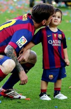 The 10 Best Pictures of Lionel Messi & His Sons http://celevs.com/the-10-best-photos-of-lionel-messi-with-his-sons/