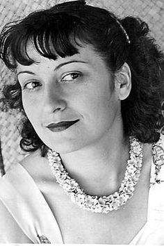 Lina Bo Bardi – Achillina Bo, mais conhecida como Lina Bo Bardi, (Roma, 5 de dezembro de 1914 — São Paulo, 20 de março de 1992) foi uma arquiteta modernista ítalo-brasileira. Foi casada com o crítico de arte Pietro Maria Bardi e é conhecida por ter projetado o Museu de Arte de São Paulo (MASP).