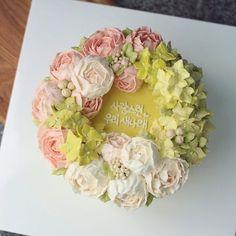 #블룸데이즈 #플라워케익 #창원플라워케이크 #창원케이크 #버터크림 #꽃케익 #생일케익 #축하 #선물 #생일 #돌잔치 #리스 #러블리 #버터크림플라워케이크 #bloomdais #buttercream #flowercake #birthday #cake #special #1stbirthday #koreanstylecake  www.bloomdais.com bloomdais@naver.com kakao 블룸데이즈