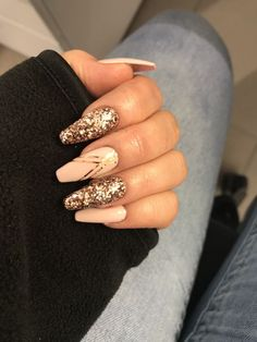 """If you're unfamiliar with nail trends and you hear the words """"coffin nails,"""" what comes to mind? It's not nails with coffins drawn on them. Although, that would be a cute look for Halloween. It's long nails with a square tip, and the look has. Sparkle Nails, Glam Nails, Pink Nails, Matte Nails, Winter Nails, Autumn Nails, Fall Acrylic Nails, Christmas Acrylic Nails, Ballerina Nails"""