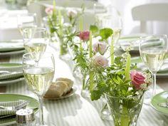 Dekoriert mit duftenden Kräutern - gedeckter-tisch-mit-maigloeckchen-rosen-kraeutern-800-600  Rezept