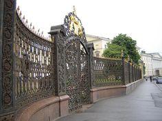 St. Petersburg / Решётка ограды  Шереметевского двореца. Санкт-Петербург