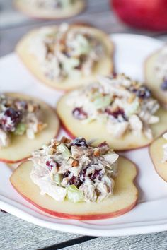 This Cranberry Chicken Salad on crunchy and fresh apple slices is a perfect appetizer to surprise your guests with. So simple and so tasty! Photo via yummyaddiction. Low Carb Recipes, Cooking Recipes, Healthy Recipes, Salad Recipes, Apple Recipes, Juicer Recipes, Potato Recipes, Vegemite Recipes, Vegetarian Recipes