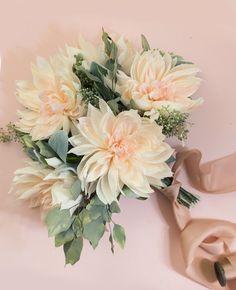 Paper Cafe Au Lait Dahlia Bouquet