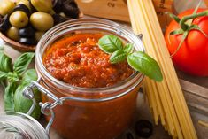 Use fresh tomatoes to make this delicious and classic Pasta Sauce in the Instant Pot, serve immediately or store in the refrigerator or freezer. Pasta Sauce Using Fresh Tomatoes, Homemade Tomato Pasta Sauce, Pasta Sauce Recipes, Salsa Marinara Casera, Pasta Casera, Salsa Recipe, Penne, Italian Recipes, Healthy Recipes