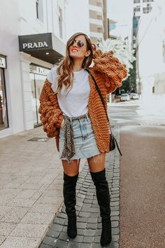Chunky Knit cardigan and Denim Skirt. Cute Cardigan Outfits, Knit Cardigan Outfit, Denim Skirt Outfits, Chunky Knit Cardigan, Denim Outfit, Fall Transition Outfits, Fall Winter Outfits, Denim Skirt Winter, Outfit Invierno