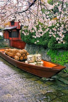 Sake & rice barrels in a traditional boat Kyoto, Japan Places Around The World, The Places Youll Go, Places To Visit, Around The Worlds, Japon Tokyo, Kyoto Japan, Japan Japan, Beautiful World, Japanese Gardens