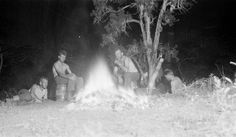 Cooking around the campfire, 9 easy and delicious foil packet recipes- The Art of Manliness Tin Foil Dinners, Foil Packet Dinners, Foil Pack Meals, Foil Packets, Hobo Dinners, Cooking With Aluminum Foil, Cooking Foil, Camping Meals, Camping Recipes