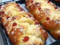 """Al Calor de los Fogones""...: TRENZA DE PASCUA Bread Machine Recipes, Bread Recipes, Cooking Recipes, Pan Dulce, Croissants, Sweet Little Things, Pan Bread, Pastry And Bakery, Sweet Bread"