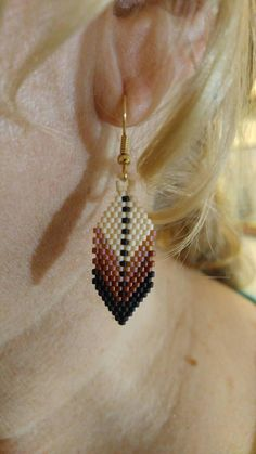 Beaded Earrings Native, Beaded Earrings Patterns, Feather Earrings, Seed Bead Jewelry, Beaded Jewelry, Beaded Bracelets, Jewellery, Native American Earrings, Bead Earrings