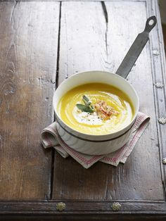 Krem z dyni - przepis z serem na boczku na pyszną zupę z dyni