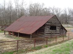 log barn in Herndon, AR