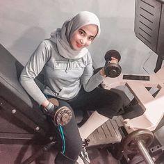 "SALMA SALSHA ✨ di Instagram ""trust me honey, my feelings are done 👌"" Beautiful Arab Women, Beautiful Hijab, Hijab Fashionista, Hijab Chic, In My Feelings, Tights, Womens Fashion, Casual, Hijabs"
