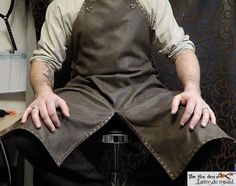 Also good for mechanics, woodworking, cooking and LARP Larp, Leather Working Tools, Metal Working, Botas Hippy, Shop Apron, Work Aprons, Leather Apron, Leather Projects, Blacksmithing