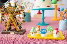 Festinha, Balões, Mel Albuquerque Birthday Box, Ferris Wheel, Party, Kids, Ideas Aniversario, Harvest Table Decorations, Colouring In, Honey, Balls