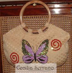 Bolso con asas en madera, bordado en lentejuelas.