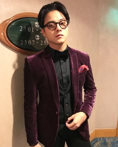 Daniel Padilla in his a little touch of Cole Sprouse inspired look at the SMB 2017 Daniel Padilla 2017, Js Prom, Star Magic Ball, Daniel Johns, Pretty Star, John Ford, Red Suit, Attractive Guys, Glitter Dress