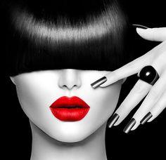 черно белое фото с красными губами
