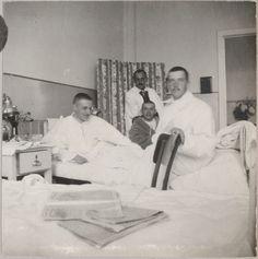 Oficiais russos feridos, na enfermaria do Hospital montado em Tsarskoye Selo durante a Primeira Guerra Mundial, em 1914. World War I