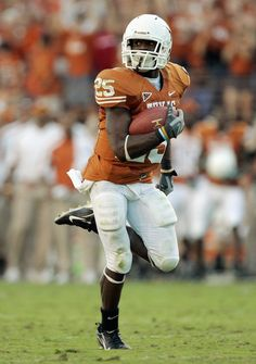 Jamaal Charles Photos - Jamaal Charles of the Texas Longhorns carries the ball during the game against the Nebraska Cornhuskers at Darrell K Royal-Texas Memorial Stadium October 2007 in Austin, Texas. Texas won - Nebraska v Texas Texas Longhorns Football, Oregon Ducks Football, Notre Dame Football, Alabama Football, American Football, Football Team, Football Helmets, Football Stuff, College Football Uniforms