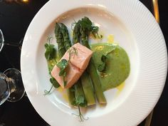#servedbyname @PlumSpiltMilk - poached #LochDuart #salmon with steamed #WyeValley #asparagus and wild garlic mayonnaise #delicious #nomnomnom
