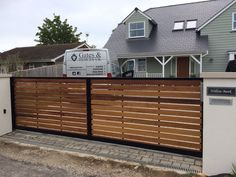 Modern sliding gate designed to look like a standard double entrance gate. Made using a deep metal frame with cedar timber. Fully electric opening system with intercom system. Modern Driveway, Diy Driveway, Driveway Design, Driveway Entrance, Entrance Gates, Fence Design, Front Gate Design, Timber Gates, Wooden Gates
