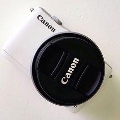 New toy 🙌🏽💗💗 #canon #camera #eos #eosm10 #systeemcamera #photography…
